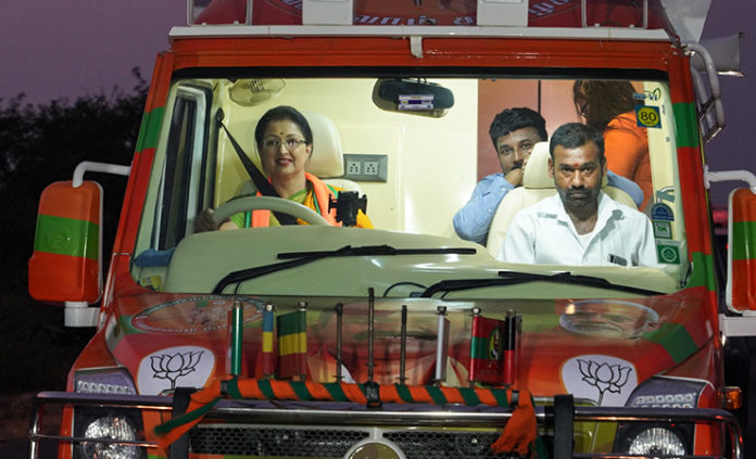 gautami drive tempo traveller in bjp election campiagn
